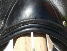 Il fabrique et répare harnais et équipements pour l équitation et  l attelage. Il propose des stages individuels de travail du cuir    initiation, ... 7d0c29f5f41